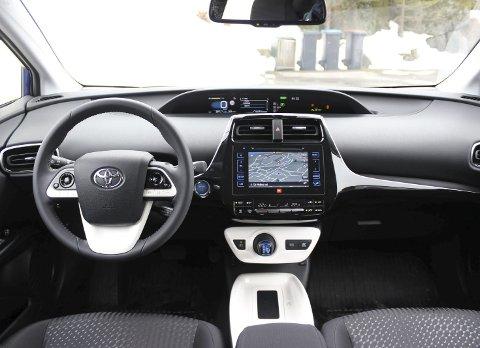 Futuristisk: Helt nytt og moderne dashbord i fjerde generasjon Prius.