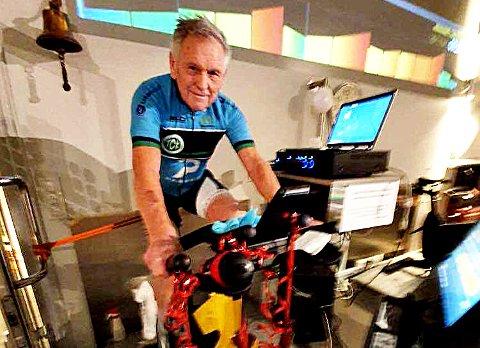 SPREK 83-ÅRING: Spinninginstruktør Bjarne Berg har syklet mer enn de fleste og fått innbyggerne i Tønsbergsområdet til å svette i over 25 år.