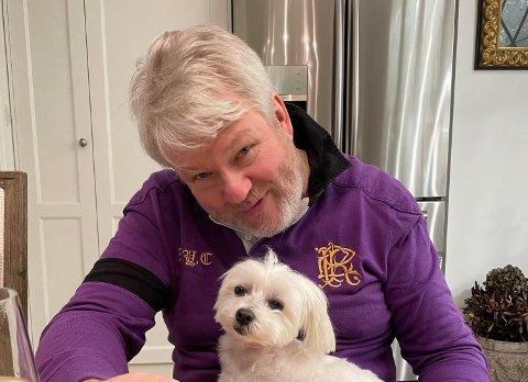 SNART PÅ SCENEN IGJEN: Thomas Ruud forteller om den store nedturen det siste året, men også at han nå gleder seg til å heve stemmen igjen. Her sammen med hunden Daisy.