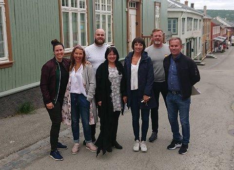STYRET I RØROS HANDELSSTANDS FORENING: Fra venstre: Rikke L. Norvik, sekretær Anette Trønnes, Niklas Sandbakken, leder Liv Grådal, Ingunn Haugseggen, Henrik Slettum, Tore Hermo.