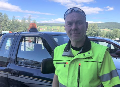 BER FOLK VARSLE: Leder i fallviltgruppa i Tynset, Henning Alme, kommer med en klar oppfordring til de som måtte være så uheldige å kjøre på vilt.