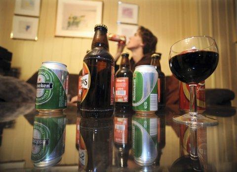DRIKKER IKKE MER: Koronapandemien ser ikke ut til å ha påvirket alkoholforbruket vårt, viser tall fra SSB.