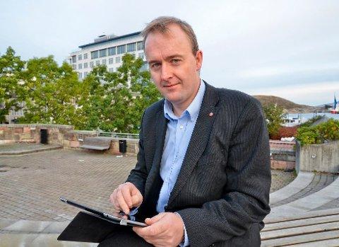 Avventende: Eirik Sivertsen vil ikke støtte kravet om eget lovutvalg før Ap sentralt har sagt sitt.Arkivfoto