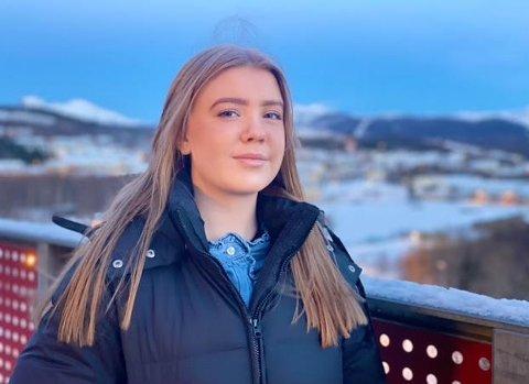Emilie Strang (20) fra Kristiansand studerer barnevern på Nord universitet. Bodø-studenten er overrasket over at prisene for å leie et rom i et kollektiv er høyere enn i hjembyen.