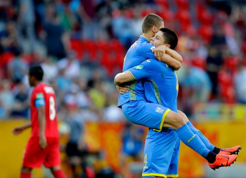 Ukraine's Denys Popov, right, and Ukraine's Valerii Bondar celebrate at the end of the round of 16 match between Ukraine and Panama at the U20 World Cup soccer in Tychy, Poland, Monday, June 3, 2019. (AP Photo/Sergei Grits)