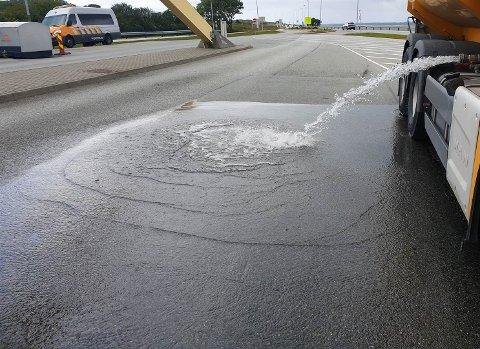 – Det var en som skulle vaske veien som hadde tatt med for mye vann, da ble det avlastning av 1500 liter vann, sier Vestby