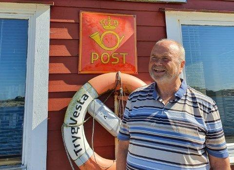 Postmannen gir seg: Arild Aspen (68) blir pensjonist fra 31. august etter 54 år som postarbeider, som han har trivdes godt med siden starten som syklende postbud 16 år gammel på Buøy i 1967.