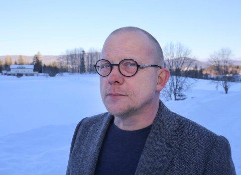 LEDER: Jon Mihle skal lede Eikerdebatten den 24. april på biblioteket i Mjøndalen. Det blir en debatt om samferdsel og bompenger og dermed garantert høy temperatur.