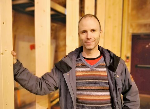 I GANG: - Med dette nye buldreanlegget har vi eit komplett klatretilbod i Florø, seier leiar i Florø klatreklubb, Jon Anders Stavang.