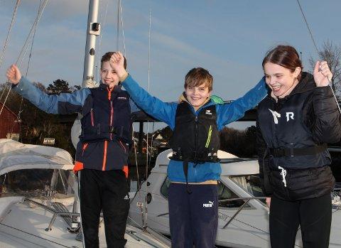 SEGLING: Sjøspeidarane Eirik Prestrud, Brage Smelvær og Marion Nekkøy Toft skal på tokt til sommaren og rydde strendene kring Florø.