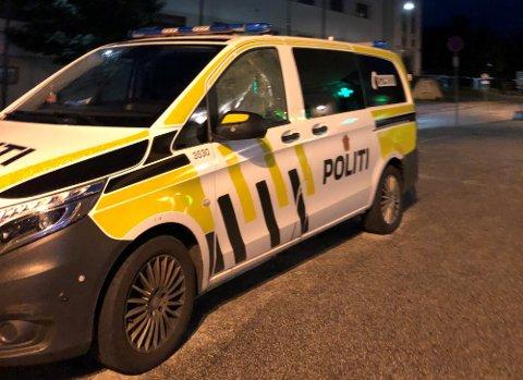 UTRYKKING: Politiet rykka ut til ein utestad natt til laurdag.