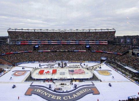 Fest: Årets utgave av Winter Classic fant sted 1. januar. Da møttes Boston Bruins og Montreal Canadiens på gigantiske Gillette Stadium.