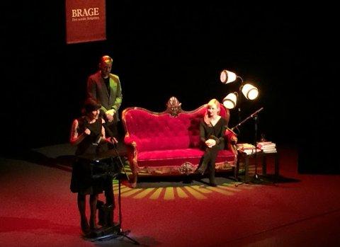 F.v. Monica Isakstuen, programleder Tore Sagen og skuespiller Marie Blokhus som leste utdrag fra alle de nominerte bøkene.