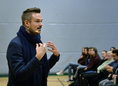 MOBBING: Tore Petterson holdt foredrag om mobbing på Greåker videregående skole.