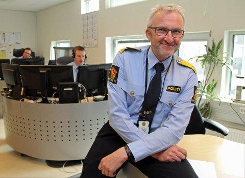 SATT INN TILTAK: Leder av felles enhet for operativ tjeneste, Olav Unnestad, er ikke tilfreds med situasjonen. Han sier det jobbes kontinuerlig med tiltak og de skal blant annet ansette ti nye til operasjonssentralen. Foto: Politiet