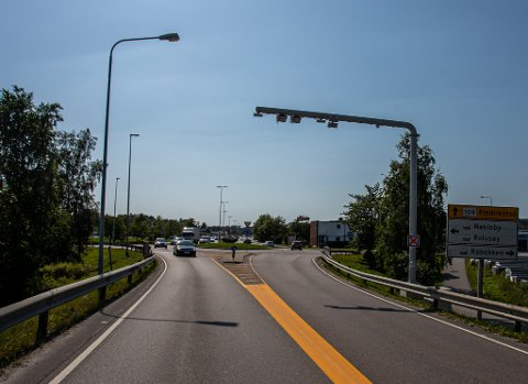 Bompengene går også til bussatsing og gang- og sykkelveier: Bomstasjonen ved Råbekken skal etter planen stå oppe til 2042. Pengene skal i tillegg til veibygging sørge for et bedre busstilbud og nye gang- og sykkelveier.