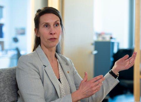 Kommuneoverlegen, her ved Sofie Lund Danielsen, har økt risikonivået i Fredrikstad.