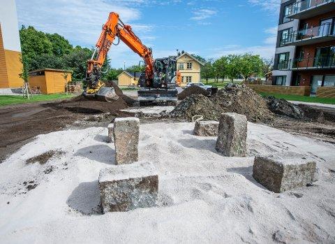 Disse stenene er blitt oppdaget i forbindelse med graving ved boligprosjektet Gamle Stadion.