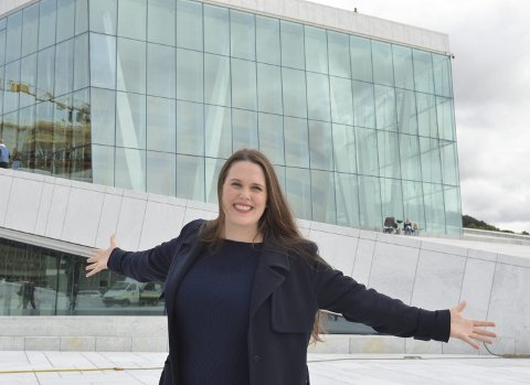 Drømmerollen: Nina Gravrok fra Narvik er operasanger og har i høst hatt hovedrollen i Tosca. – Det er drømmerollen og en milepæl i karrieren min. Pappa døde i 2001 og jeg føler at jeg har gjort dette litt for han også, sier hun.                                         Foto: Beate Sneve Larsen