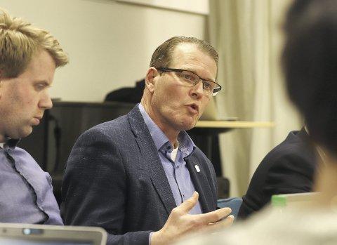 Forundret: Alf Johan Svele (H) sa han var forundret over at Holmestrand kommune ikke har blitt in-volvert i saken om steintransport til og fra jernbaneutbyggingen sør for kommunen. Foto: Pål Nordby