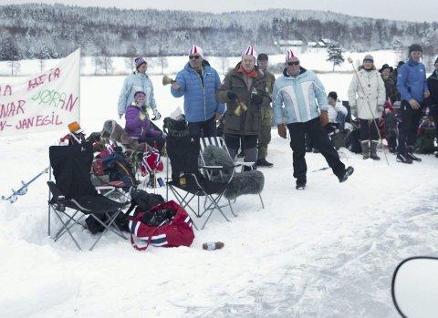 Dølisjen isfestival: Det gjelder å kle seg godt på årets isfestival og Amundløpet lørdag. Arrangørene tar forholdsregler for endringer på grunn av kulda.