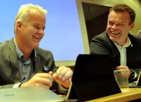 MULIG GJELD:  Ordfører Espen Granberg Johnsen (t.h.) og rådmann Tord Buer Olsen utarbeidet Lillehammer kommunes budsjett og økonomiplan for 2019-2022. Med ett prosentpoeng renteøkning vil Lillehammers rente- og avdragsutgifter øke til 181 mill. kroner i 2022.