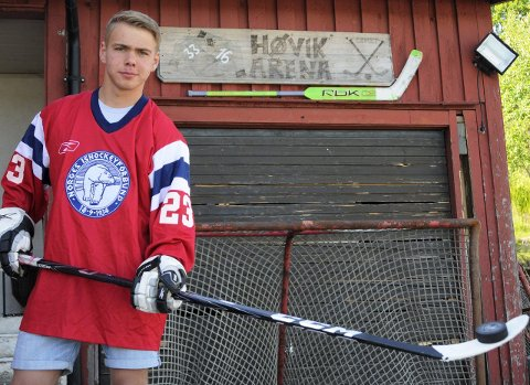 SKUDD PÅ SKUDD: Hjemme på Høvik Arena har Alexander skutt gang etter gang på garasjedøra.Arkivfoto: Atle Wester Larsen