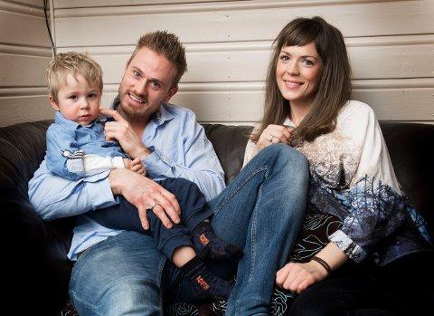 Peter Lorentzen sammen med kona Maren og sønnen Samuel.