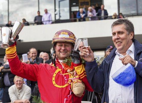 KLAR FOR TRAVUKE: Jan Roar Mjølnerød (tv) skal i aksjon med ni hester under neste ukes kvalifisering til klasseløpene Kriteriet og Derby. Foto: Eirik Stenhaug, Equus