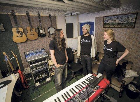 SAMARBEID: Henning Ramseth, Ole-André Rønneberg og Marie Therese Bjørsen i studio for å spille inn soundtrack til Rønnebergs YouTube-serie, «Graaland». Alle foto: Jo E. Brenden