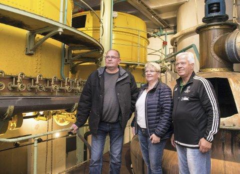 SAMLER: Rune Sørum, Marit Wedvik og Willy Johansen er opptatt av å ta vare på historien til Hamar brygger.