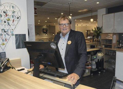 FULLT TRØKK: Det har vært stort turisttrykk i Hamar gjennom sommeren og dette har kommet hotellnæringen til gode. Juli ble det den beste måneden noensinne på Clarion Collection Hotel Astoria og hotelldirektør Vidar Haugen kan melde om bra belegg utover høsten også.