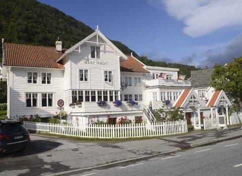 NYE EIERE: Det tradisjonsrike Utne hotel er nå solgt. Et datterselskap av Karmsund Kapital, som er heleid av investor Margaret Hystad, blir de nye eierne.