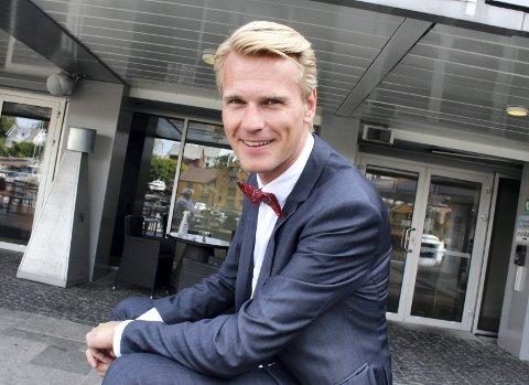 NESTEN PÅ HJEMMEBANE: Åkrabuen Sveinung Hølmebakk blir å se i Falnes kirke under Skudefestivalen.