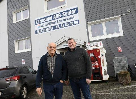 TRENGER MER PLASS: Seniorrådgiver Halvor Hansen og daglig leder i Stiftelsen Karmsund ABR-senter, Bjørn Orhammer ønsker seg et nytt lager.
