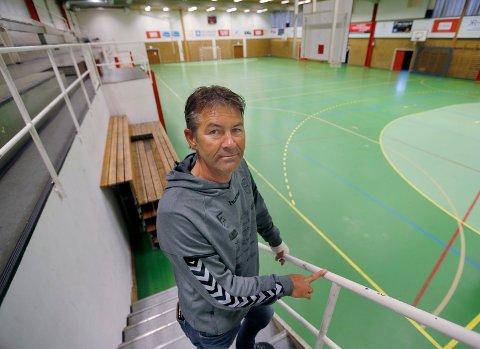 KJEMPER FOR HÅNDBALLEN: Styreleder i Rival, Nils Andreas Røher, er kritisk til Haugesund kommunes avtale med Haugesund Turnforening. Han har også et sterkt ønske om flere spilleflater i den nye flerbrukshallen som skal erstatte Haraldshallen.