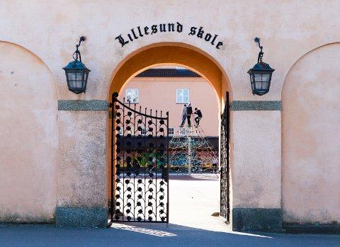 MUR-KOLOSSEN: Lillesund har 22 skoleklasser. Men det er ikke elevene som fører til størst slitasje på bygget.