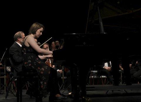 Sanne Linnea Wold på klaver var første solist ut.