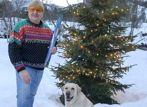 EN TRYGGERE NYTTÅRSFEIRING: Konstituert generalsekretær i Norges Blindeforbund, Karsten Aak, oppfordrer alle til å passe på øynene sine under nyttårsfeiringen. Selv skal han være «brillesmart» på nyttårsaften med beskyttelsesbriller.