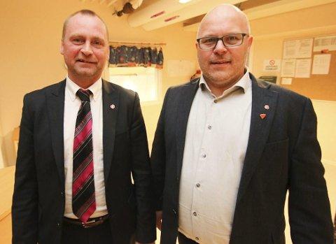 ENDELIG I MÅL: Statssekretær Ronny Berg og Gamvik-ordfører Trond EInar Olaussen har hatt mange møter og telefonsamtaler før Berg la fram det endelige resultat i Mehamn torsdag.