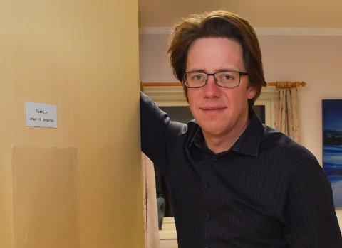 KRISELEDER: Rådmann Jørgen Holten Jørgensen i Berlevåg. Han er også leder i krisestaben i kommunen.
