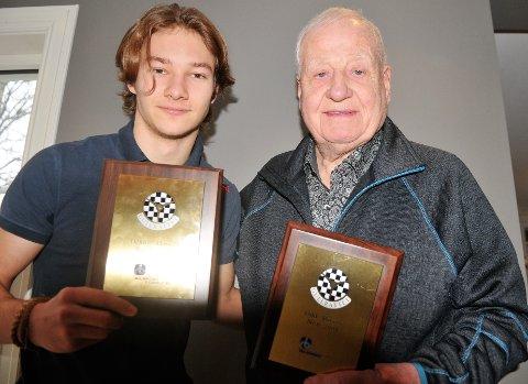 – SLIK SER'N UT: Aldersforskjellen på Dennis Hauger og Odd Moseby er 68 år, men de har en eksklusiv ting til felles: Begge er tildelt Gullrattet, Norges Bilsportforbunds gjeveste pris til aktive utøvere.