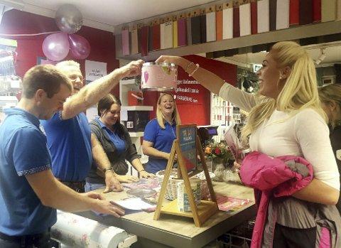 Gavedryss: 30-års dagen ble avsluttet med kundekveld. Rundt 100 inspirasjonshungrige kunder deltok. Foto: Privat