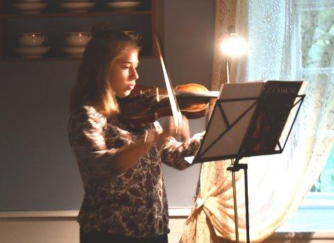 Fiolinist Vibeke Escher, her under Rosendal Kammermusikkfestival.