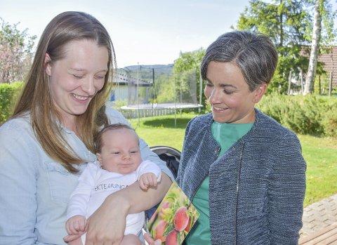 – Hyggelig: Mamma Henriette Alsaker syntes også det trivelig med kort, gave og ordførerbesøk.