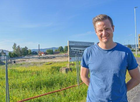 Flytter inn neste sommer: – Meter fra motorveien og minutter fra marka er perfekt for oss. sa Rottefellas adm.dir. Torstein Myklebostad. Det spiltter nye bygget på Kjellstad skal være ferdig og innflyttet sommeren 2020.