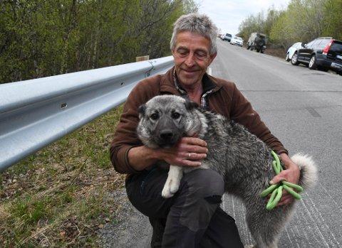 LETTET: Rolf Bjørnar Isaksen er lettet over at hunden Raya overlevde raset på Kråknes.