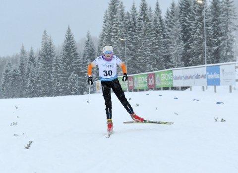 GLEDET SEG: Forholdene var tunge, men Ida Bruce Fiskum satte stor pris på å få konkurrere under klubbrennet på Bjørgan lørdag. Den aktive 14-åringen  gleder seg over at treningene opprettholdes både i langrenn og skiskyting.