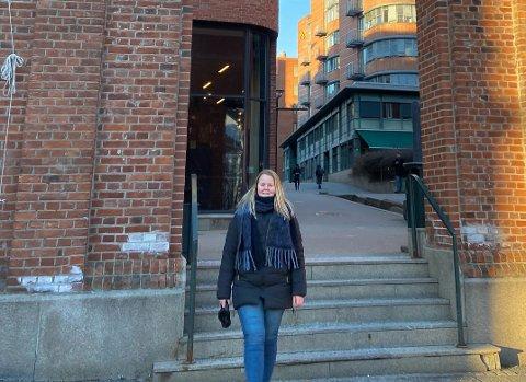 STUDENT I OSLO: Sarah Emilie Lindsethmo (19) fra Skage har hatt et nokså turbulent år, og har vært nødt til å tenke nytt: – Jeg prøver å se lyst på det.