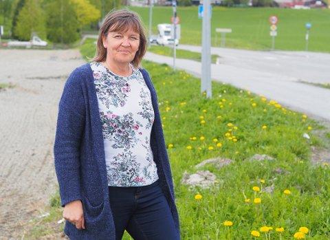 MINDRE BARBERT: Inger Halsen (56) vil at veikantene, som her på Byneset, skal bli mer viltvoksende.